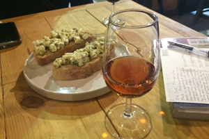 Port and bruchetta at 'Cal' bar in the Ribeira district