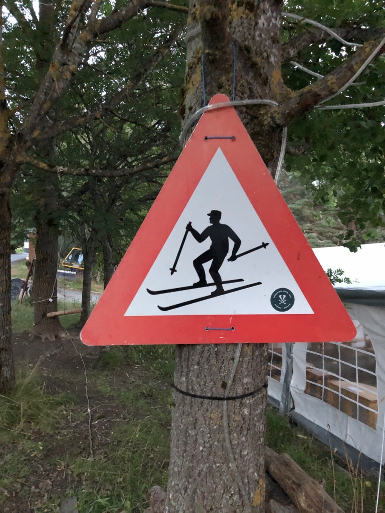A sign to watch out for skiers